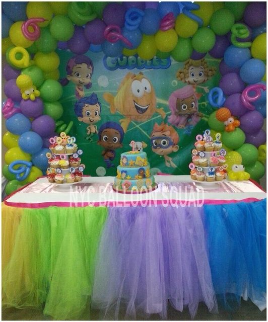 bubble guppies party table and balloon backdrop - so cute!