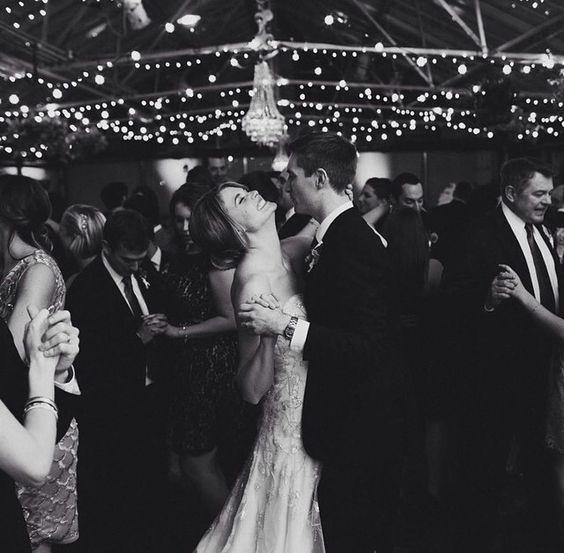 Cenne porady na temat pierwszego tańca na weselu od PUZZLE COVER BAND