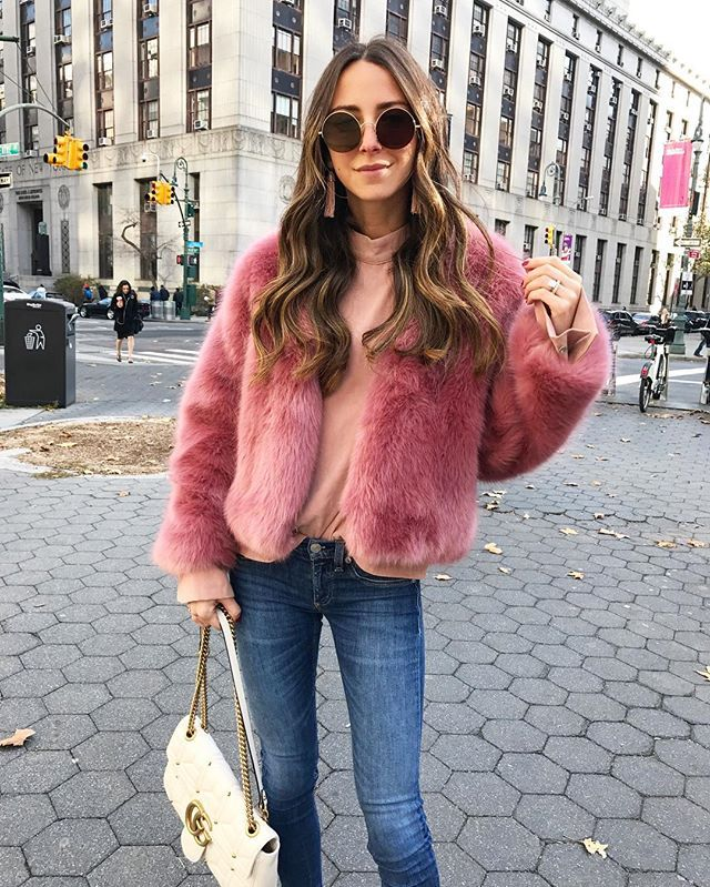 WEBSTA @ somethingnavy - I was just at the tree in Rockefeller center and Fox News Jesse Watters randomly asked to interview me and asked me about carbon offsets?!!! I felt like such an idiot 🙄 Especially because I'm wearing a massive faux fur pink coat - which he asked about. That's probably why he picked me. Can anyone make me feel better right now about carbon offsets?!? 😳😂 #fail #brandonsgoingtokillme