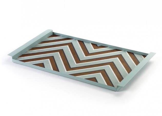 Metalen plateau van Serax 'Zigzag' met houten beschilderd blad - www.legoutdescouleurs.be