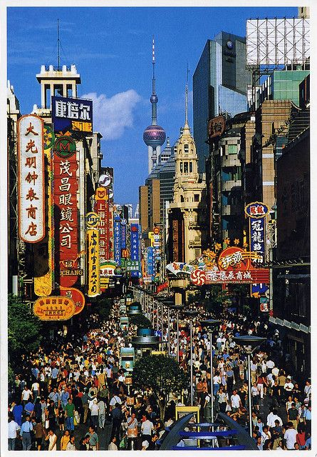 Nanjing Road is one of the busiest shopping streets in #Shanghai and where many celebrations take place, sometimes with fireworks displays. #studyabroad capa.org/shanghai