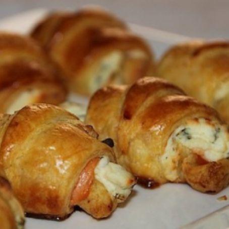 Mini croissant con salmone affumicato, erba cipollina e philadelphia