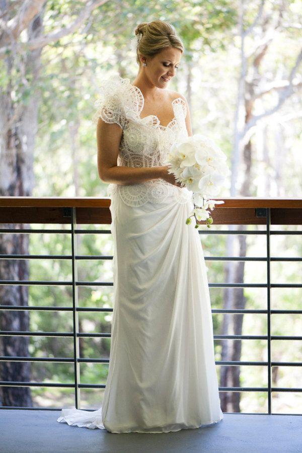 Bouquet blanc sur robe blanche #bouquet de #mariee #wedding #bouquet #bouquetdemariee #weddingbouquet