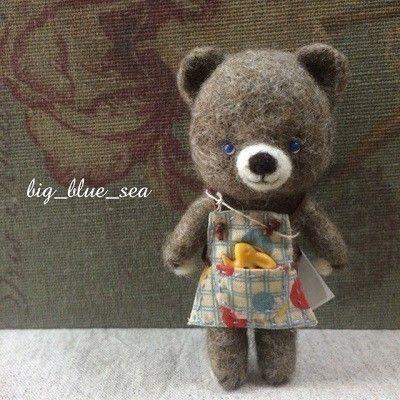 青い瞳のくまさん (水玉の帽子 & エプロン) sold   iichi(いいち)  ハンドメイド・クラフト・手仕事品の販売・購入