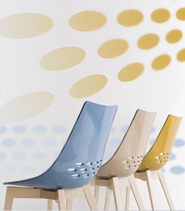 Mit Stil Zurücklehnen: Die Schönen Stühle Im Italienischen Retro Look  Bringen Klares, Modernes
