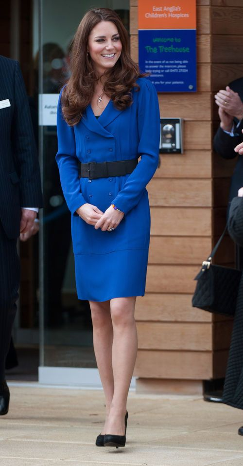 elegant - Kate Middleton im blauen Kleid