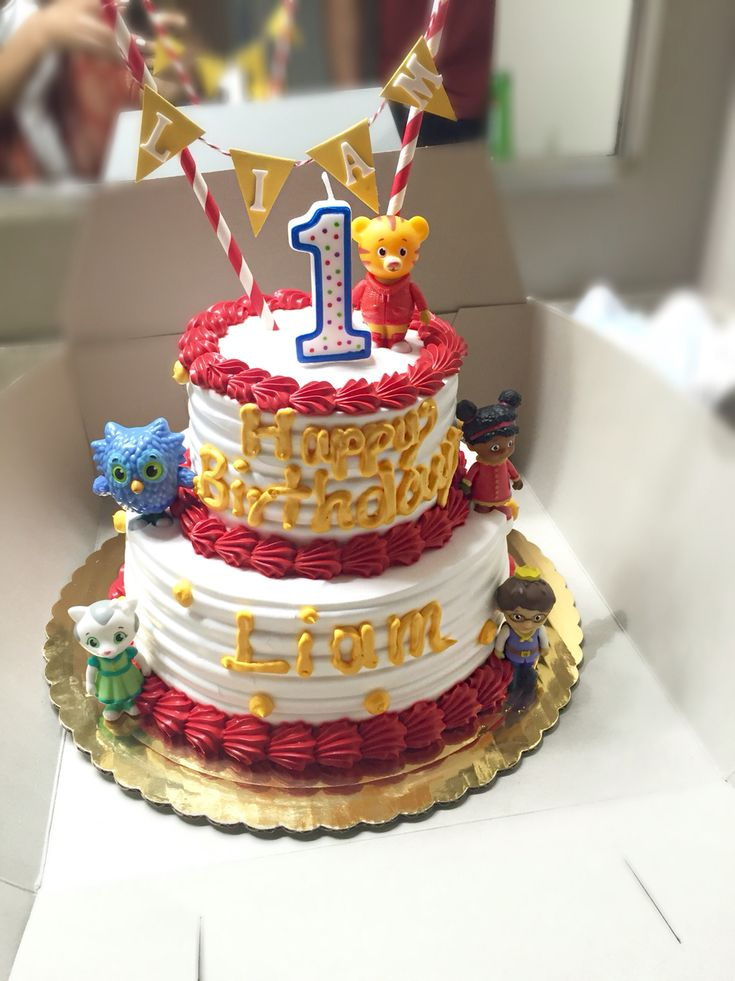 Daniel Tiger cake! Super cute and easy cake for my son's first birthday I loved it !