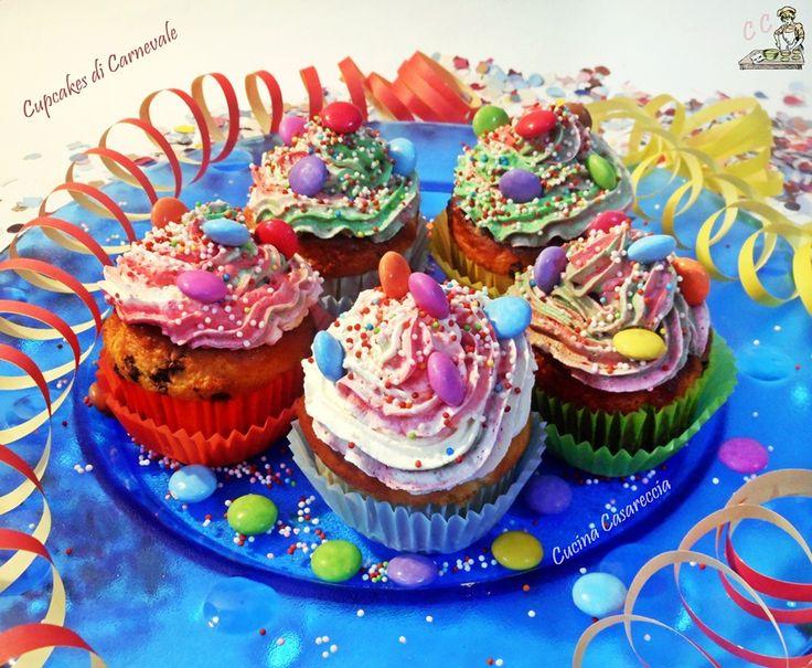 Cupcakes di Carnevale una ricetta dolci semplice da preparare ma di grande effetto colorati e gustosi cupcakes che faranno felici bambini e grandi