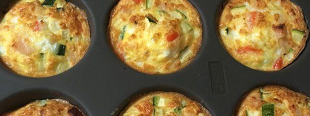 Æggemuffins er små æggekager som er bagt i muffinsforme i ovnen. De kan varieres i …