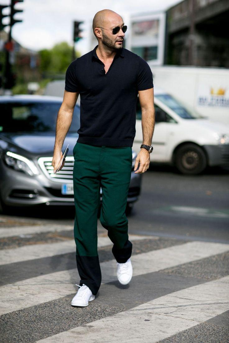 """ポロシャツといえば、昨今のスーツスタイルのハズしとしても注目を集める夏の鉄板メンズファッションアイテムだ。今回は""""ポロシャツ""""にフォーカスして注目の着こなし&アイテムを紹介! ポロシャツ×ブラックジーンズスタイル 王道ブランドであるラコステのホワイトポロシャツにブラックデニムとブーツにあわせてラギッドに仕上げたスタイリング。ジャストなサイズ感と身体作りがこの着こなしのポイントだ。  menswearstyle.co.uk LACOSTE(ラコステ) ポロシャツ 1933年にフランスのテニスプレーヤーであるルネ・ラコステ氏が、ピケ素材の快適な半袖シャツを開発したことから生まれたブランド「LACOSTE(ラコステ)」。定番として人気を集めているポロシャツ。ワニのロゴはラコステ氏のテニスプレイヤー時代のあだ名であるThe Alligatorからデザインされている。  詳細・購入はこちら  ポロシャツ×カモ柄ジャケットスタイル ネイビーポロシャツの上にカモ柄のミリタリージャケットを羽織ってワイルドな雰囲気をプラスしたスタイリング。ボトムにはブルージーンズをチョ..."""