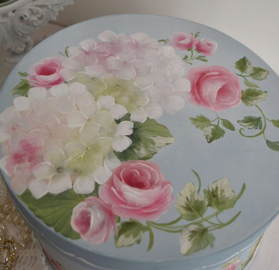hat box...SO SO SO SHABBY CHIC!!!