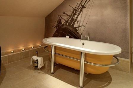 Shackleton rolltop bathtub. #amazing #bathroom #hotel