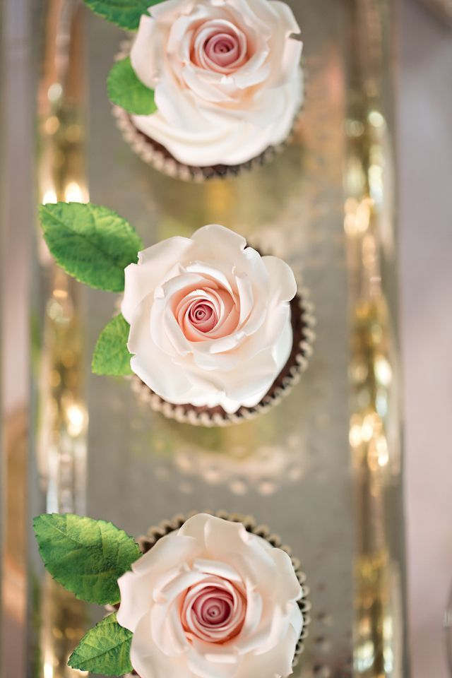Such beautiful rose cupcakes