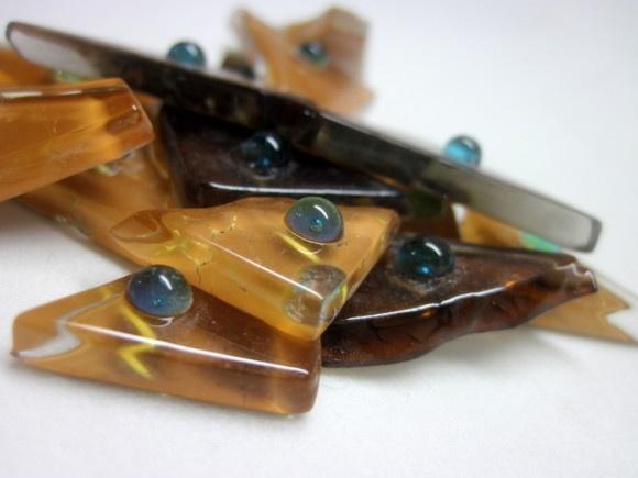 Pastilhas de vidro fundido utilizadas para confecção de Mosaicos ,Bijuterias e/ou outras aplicações decorativas/ artesanais Pacotes de 50 G com blister de vidro formato triangular  vidro tons marrom TEMOS EM  OUTRAS CORES E PADRÕES  - Escolha a sua ! R$5,90