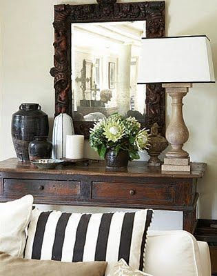 .: Vignettes, Mirror, Decor Tips, Living Rooms, Idea, Entry Tables, Black And White, Consoles Tables, Stripes Pillows