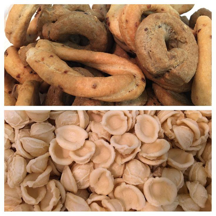 Appena arrivati dalla Puglia. Taralli uvetta e cipolla. Taralli di grano arso. E le mitiche orecchiette 😋