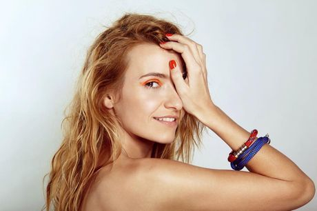Joanna Koroniewska in FLESZ URODA wearing Extreme Sport bracelets.