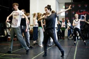 Schüler der Staatlichen Ballettschule Berlin proben mit Tanz der Vampire Profis