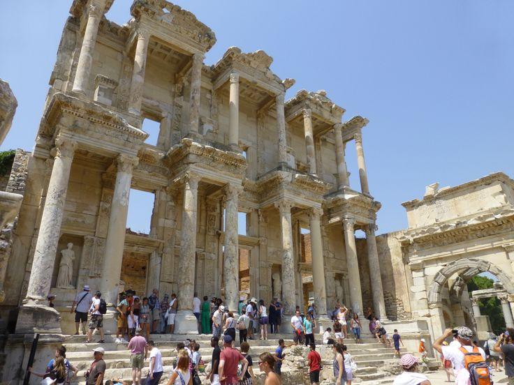 Biblioteka Celsusa – jeden z ważniejszych zabytków Efezu :)