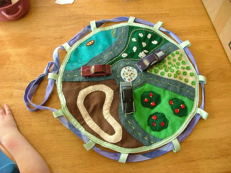 Circular play mat that gathers up in a bag...love the embroidery details
