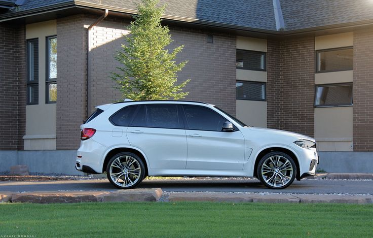 BMW F15 X5 on Vossen VFS2 22x10.5 & 22x12 Gloss Graphite with Pirelli Scorpion tires