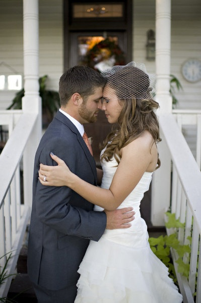 Cute wedding photo idea! If only me and Jimmy were closer to the same height :/