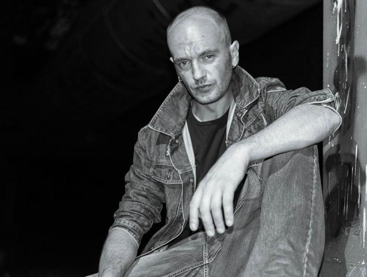 Photo: Jarek Wasilewski Model: Tomasz Lesisz No MUA #jarekfoto #portret #man #bw #blackandwhite #nikon #yongnuo #wasilewski
