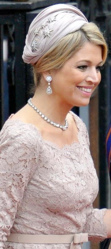 Diamond star hair pins Dutch Royal Family - just love how Maxima has used these!