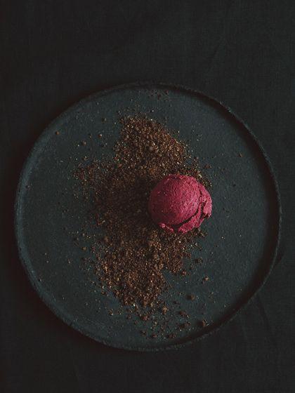 Rote Beete Eis - ob das veganisierbar ist? Klingt spannend und ist perfekt zum fotografieren :)