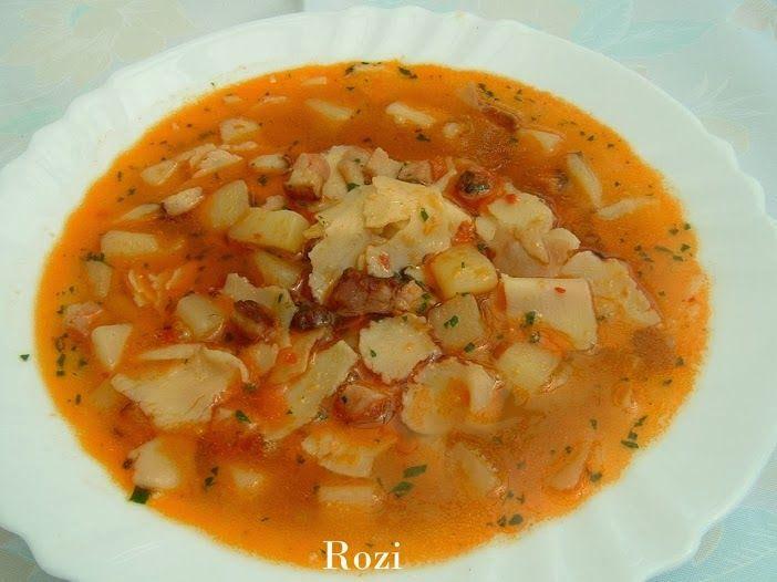 LEBBENCS LEVES Hozzávalók: 4-5 db krumpli 10 dkg füstölt húsos szalonna 1 fej hagyma piros paprika,só, bors,petrezselyemzöld,lebb...