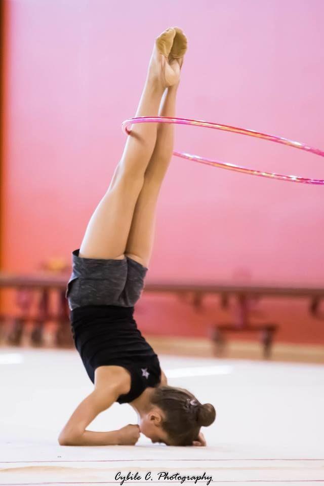 foto-gimnastka-rastyagivaetsya