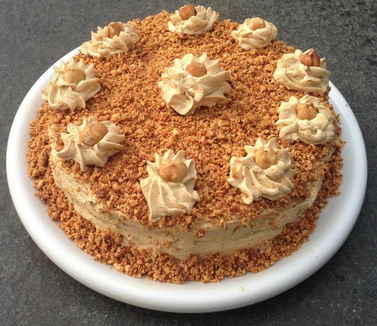 Je bent er even mee bezig maar het is een super lekkere taart die bij mij op verjaardagen `wegvliegt`.