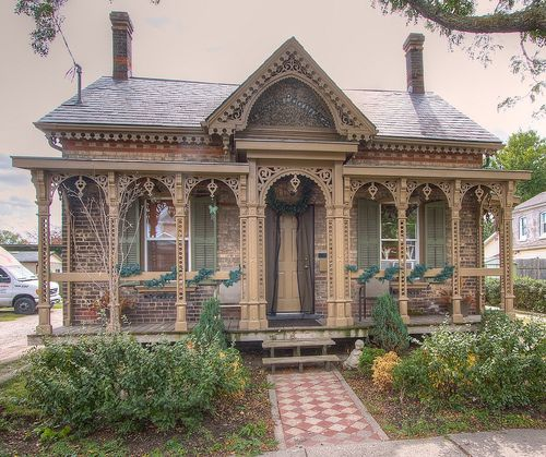Victorian House -cottage Cast iron verandah posts and cast iron lacework make up this magnificent Victorian Cottage
