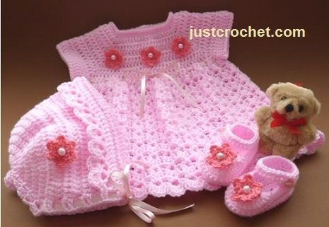 Free baby crochet pattern for dress outfit http://www.justcrochet.com/free-baby-crochet-patterns04.html #patternsforcrochet #freebabycrochetpatterns
