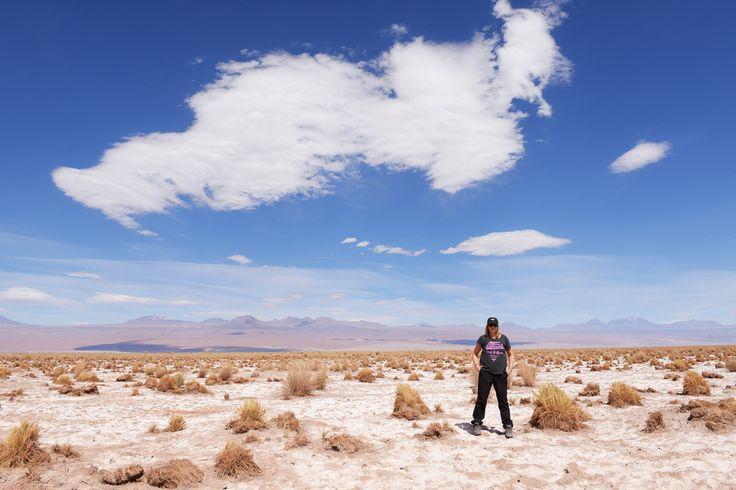 Salar de Atacama, Atacama, Chile  Näyttää lumelta, vaikka onkin suolaa. Mikä huikea tyhjyys ja avaruus! http://www.exploras.net/uudet-tekstit/#/10-ikkunaa-atacamaan-chileen/