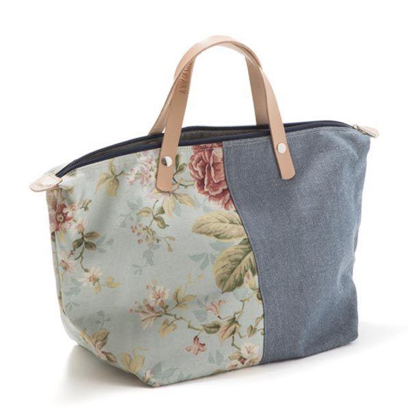 Handbag - Mala de mão em ganga, forro interior em tecido floral. Pegas duplas em couro natural. Fecho de correr. Handmade - numerado. Medidas: 45x28x20cm