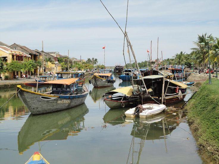 #tbt In 2014 een mooie reis gemaakt naar Vietnam . Hier Hanoi en Hoi An (foto) bezocht. Prachtig land!  #TBT In 2014 I traveled to Vietnam to see Hanoi and Hoi An. Beautiful country! #2014 #vietnam #hanoi #hoian #hoianancienttown #travel #plane #motorbike #boat #diy #interior #interiordesign #homedecor #crochet #crossstitch #pillows #cushion #blanket #fuzzymelon