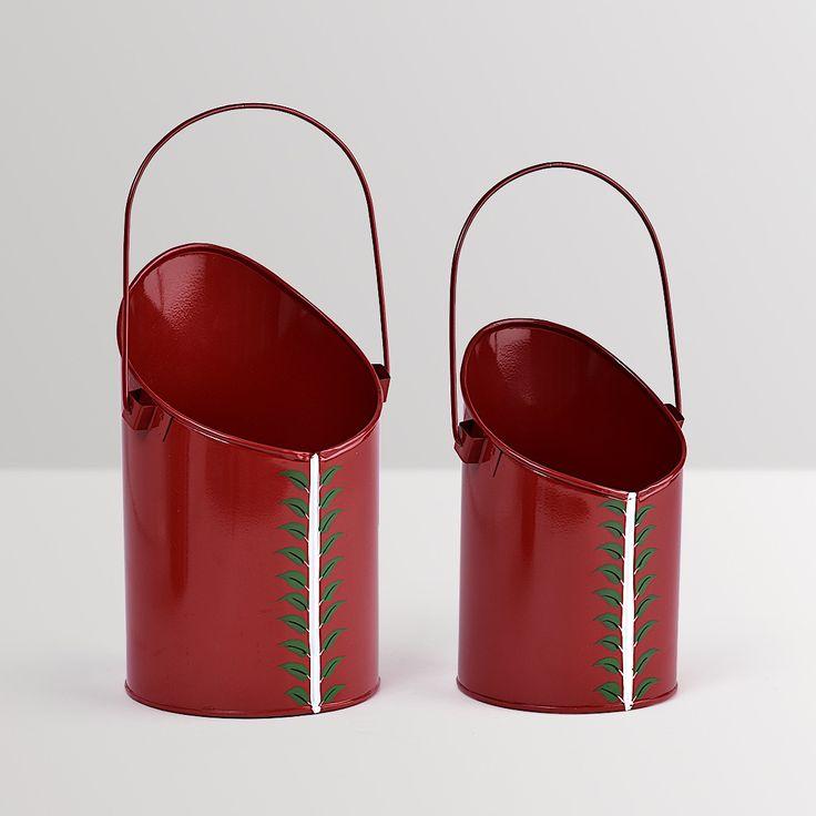 Hanging bucket Planters - set of 2 #planters #plant #garden #flowers #shazliving #pinit #pinterest #leaves #gardening Shop at: https://www.shazliving.com/