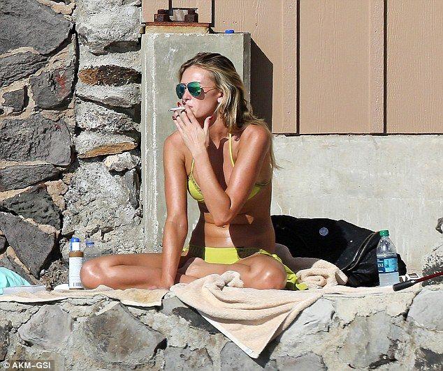 Paulina Gretzky sizzles in lime green bikini while ...