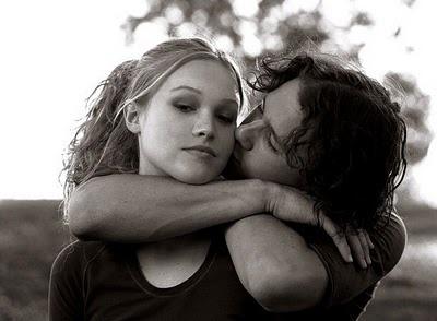 10 coisas que eu odeio em você (10 Things I Hate About You), é muito legal! Outro clássico da Sessão da Tarde, é romântico é engraçado..e tem 2 atores que amo Heath Ledger e Joseph Gordon-levitt.