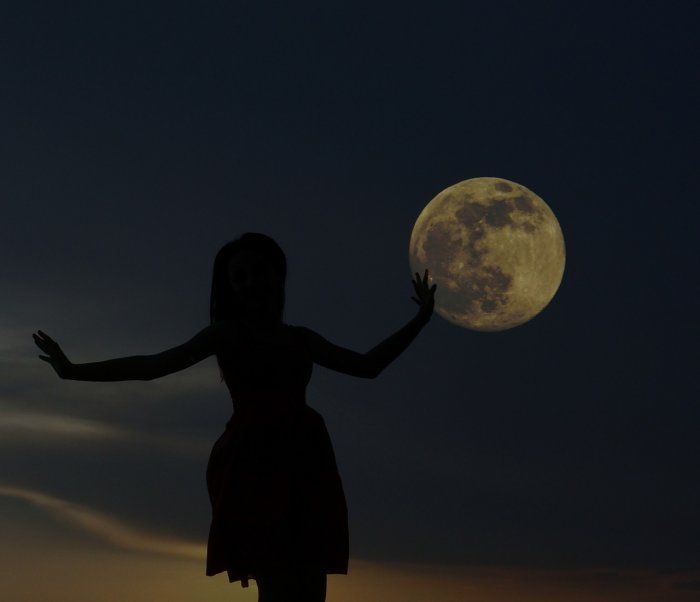 It's full moon time. The March full moon 2018 not only wants you to release stuff that no longer serves you but it wants you to know something magical is on the way