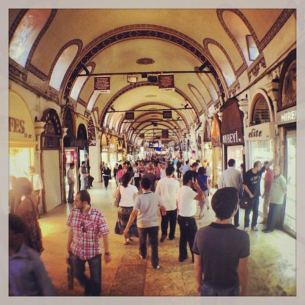 Kapalıçarşı   Grand Bazaar in Fatih Tutto il fascino di un #bazar orientale, tra mille mercanzie di ogni genere, contrattazioni e chiacchiere.