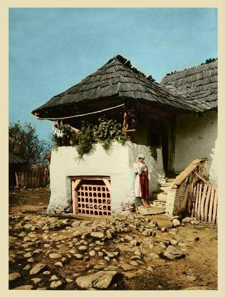 Casă ţărănească, 1932, judetul Vâlcea,Romania rurala interbelica in fotografii vechi romanesti http://platferma.ro/romania-rurala-interbelica-fotografii-vechi-romanesti/