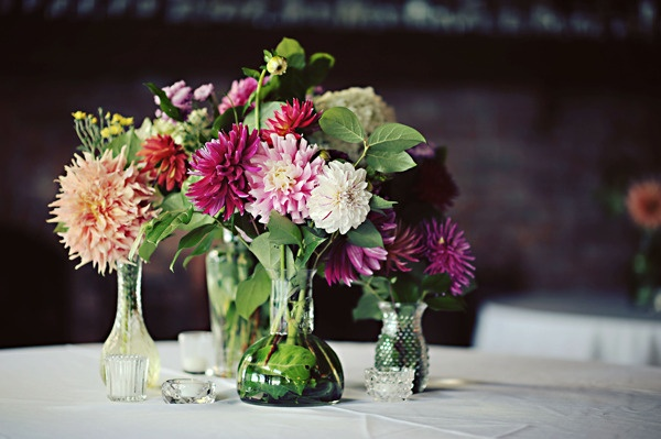 Photography by erinwallis.comCenterpieces Ideas, Indoor Flower, Erinwalliscom, Brides, Dahlias Centerpieces, Centerpieces Arrangements, Oil Painting, Events Plans, Catering Events