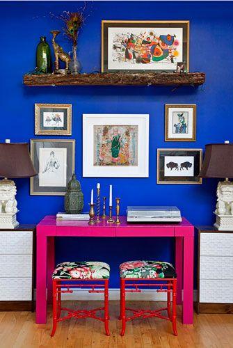 Philadelphia blogger Naomi Stein's apartment! Eep! I love the color contrast!