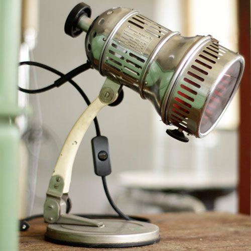 Fraaie vintage tafellamp met rood glas
