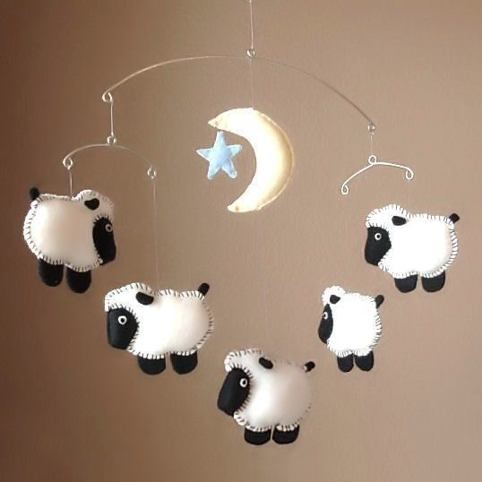 Joli mobile moutons, 1 moutons, 2 moutons, 3 moutons, compte les moutons mon bébé avant de t'endormir
