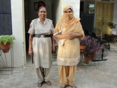 Ludhiana, July 9, 2013: The Salem Tabri police have solved a two-month-old blind murder case of an elderly woman Mohinder Kaur (60) of Bajigar Basti with the arrest of her daughter-in-law Kulwinder Kaur. Read More: http://www.cityairnews.com/content/police-arrest-daughter-law-murder-elderly-woman