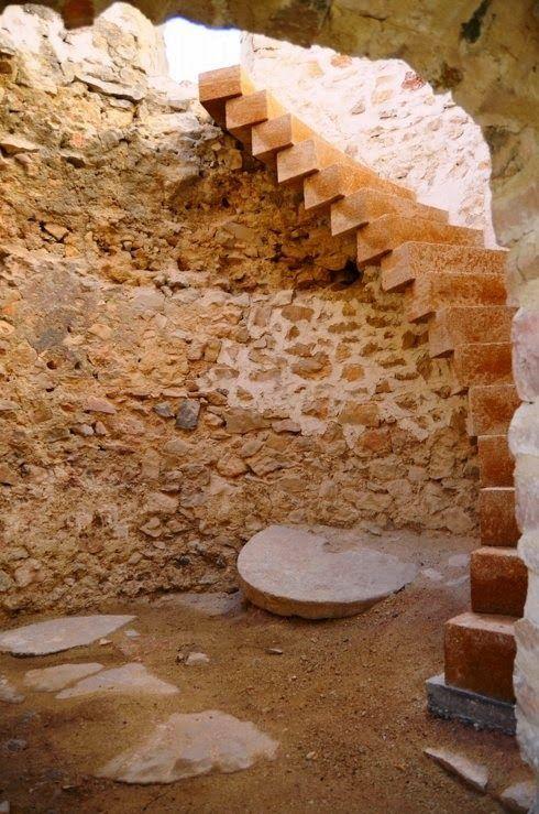 Patrimonio Industrial Arquitectónico: Magnífica noticia. La rehabilitación del molino número 2 de Xàbia saca a la luz la antigua muela. http://patrindustrialquitectonico.blogspot.com.es/2014/12/magnifica-noticia-la-rehabilitacion-del.html