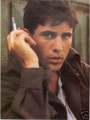 Young Mel Gibson... Mmmmmhhhhhmmm.